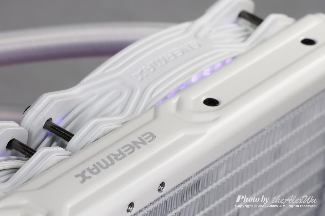 〈安耐美CPU水冷散熱器〉幻彩晶蝶雪白版 AQUAFUSION240 ARGB